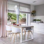 ristrutturare la cucina mobili bianchi tavolo industrial_800x534